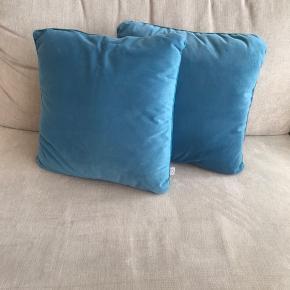2 stk puder ubrugte 40x40 i polyester sælges for 25 pr. stk