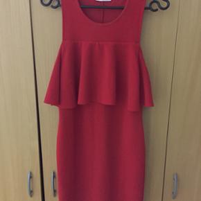 Rød kort kjole str s.