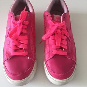 Fed RETRO Nike sko. Brugte men stadig i fin stand.  Str. 38 1/2