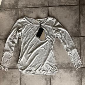 Blød langærmet T-shirt fra Philosophy Blues Original 🐚 Helt ny med prismærke