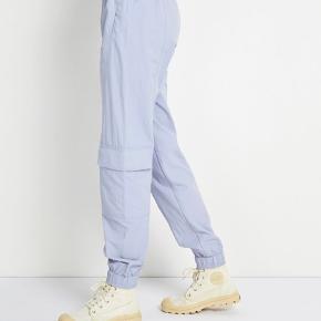 Lyseblå trackpants fra Envii i str. S sælges. Bukserne er brugt højest 3 gange, og de er derfor i super god stand.💙  Nypris: 500 Min pris: kom med bud.