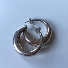 Vintage sølvøreringe stemplet 925. Diameter 2,7 cm.