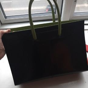 Sort og grøn læder taske.  Købt i Italien