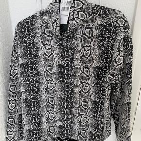Bukser og trøjen fra Mango i lækker kvalitet  Sælges samlet eller hver for sig  Bukser 60 Trøjen 60