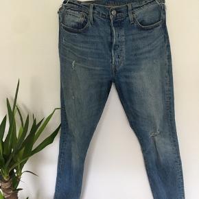 Levi's bukser, brugt et par gange, str. 38  Skriv for billeder med den på.  Np: omkring 1000kr Mp: 400kr  Fragten betales af køberen på omkring de 40kr