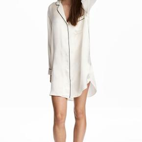 Varetype: -NY- PREMIUM QUALITY Silk Nightshirt Størrelse: XS/S Farve: Natural white Oprindelig købspris: 900 kr.  PREMIUM QUALITY Silk Nightshirt   100% Silk