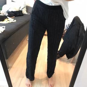 Et par lækre og løse bukser med glitter✨