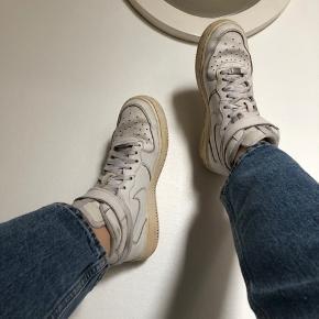 Nike Air! Både sko og snørebånd er lidt beskidte, som det kan ses på billederne, men derudover fejler de ingenting. Bare byd :)