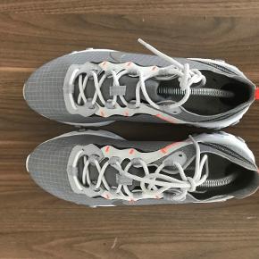 Hej sælger disse Nike React. De er næsten som gode som ny.  Alt OG medfølger og køberen køber self forsendelse.  Ingen useriøse bud og prisen er fast.