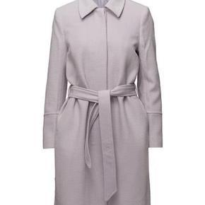 Smukkeste uld frakke fra 2nd Day.   Fin med bindebælte og smuk farve.   Aldrig brugt.   Jeg bytter ikke😊
