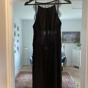 Samsøe samsøe sort kjole med blonde ryg. Den er desværre blevet for kort til mig