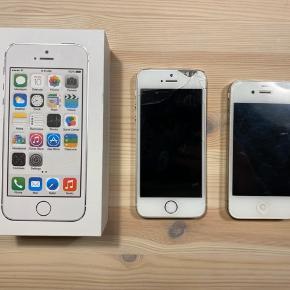 Sølv iPhone 5s 16GB og iPhone 4 16GB i hvid sælges!  Iphone 5 fungere fint men glasset i hjørnet er i stykker/flækket (det er tydeligt på billedet). iPhone 4 fungere også godt, men har meget små ridser.  Der medfølger ingen ekstra tilbehør.