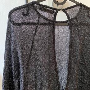 Prøvet på. Fin gennemsigtig bluse fra ZARA med åben ryg. 🌸