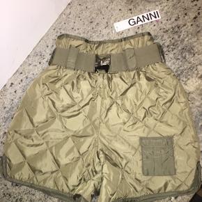 Helt nye; aldrig brugte Ganni shorts fra FW19. Original pris 2000kr.