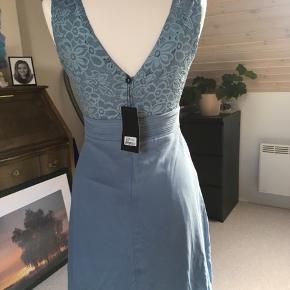 """Sød kjole fra sisters point - helt ny. Model Eden i """"Dusty blue"""""""
