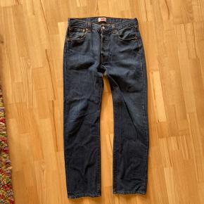 Levis 501 straight leg 34x34 Kom med bud eller skriv for mere info :)
