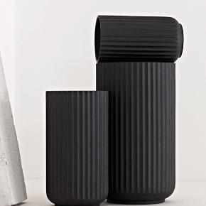 25 cm, mat sort, Lyngby vase.