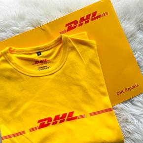 ⭐️ Dhl t-shirt (DHL) ikke Vetements.  ⭐️ Jeg kunne ikke vælge Dhl.  ⭐️Gave kender ikke nypris.   ⭐️ aldrig brugt  ⭐️ 100% bomuld - lige model.   ⭐️ Fra røgfrit og dyrefri hjem.  ⭐️ Handler også Mobilepay