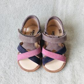 b01e6a14d35 NYE Helt nye Angulus sandaler i lilla nuancer. Model: 5263-101-8392