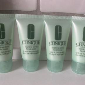 Facial soap, mild rens, som der er udviklet af hudlæger.  4 x 30 ml, ny📌  Tjek alle mine TRENDSALE TILBUD, sender gerne flere produkter i samme pakke 🤩👍  Har 7 stk i alt