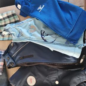 Blandet tøj i str. 98/104.  1 Reima forårsjakke 1 Småfolk forårsjakke 1 Molo forårsjakke 1 Hummel trøje 5 langærmede 2 par lange bukser 1 par shorts 1 kortærmet skjorte  Sælges samlet