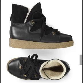 Lækre sorte vinterstøvler fra ganni , god men brugte , fejler ikke noget udover det ses de brugte og ikke er som nye :-) . Kan afhentes i Ørestad eller sendes med dao