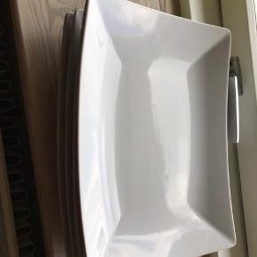 Firkantede tallerkner fra IKEA bortgives. Ca 30 x 15 cm