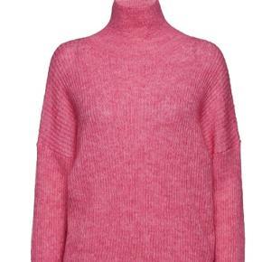 Ny varm sweater. Passer S-M. I butikkerne til 900,-😊 Se også mine andre varer. Mængderabat gives😊