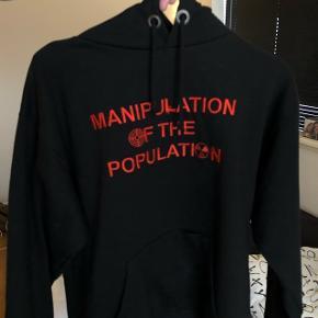 Manipulation Of The Population Hoodie Mærke: visionarystudios Størrelse Small Cond 9/10