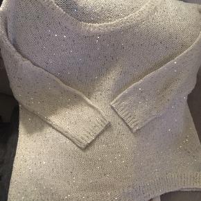 Så fin bluse som shiner grundet smukke palietter 💕 Str: M, passes af S/M da den er lidt oversize i det 😊