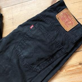 Sorte vintage Levis jeans i sort. str. 30/32.