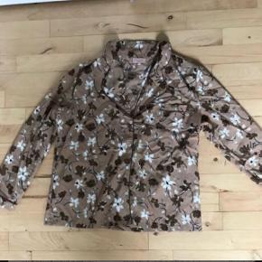 Pyjamas str L, brugt en gang😊Sender med Dao for 38 kr Køb 3 ting fra min profil og jeg betaler fragt med Dao  BYTTER IKKE😊