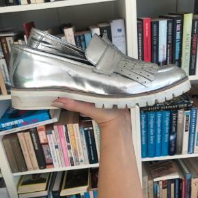 Sølv sko fra 2nd Day  Str 37  Kan afhentes i København eller sendes med DAO (på købers regning) ⭐️