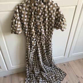 Brugt en enkelt gang  It str. i kjolen