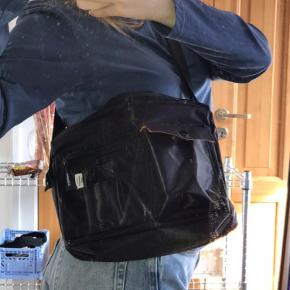 Mega fed Mads Nørgaard taske. Får den bare ikke brugt. Byd gerne🤍