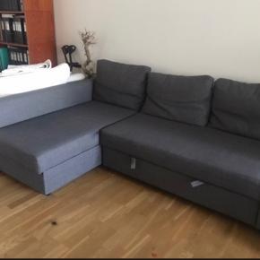 Sælger denne IKEA sofa. Den er under et halvt år gammel men sælges billigt da der er en lille plet på.   Mål: 230 x 150 cm