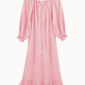 The Sleeper kjole i gammel rosa. One Size - brugt en gang og fremstår helt som ny. Købspris 1700kr.