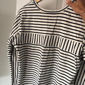 Mads Nørgaard kjole, brugt ganske få gange. Fejler intet. Fra ikke ryger. Str L men synes den er lidt lille i str