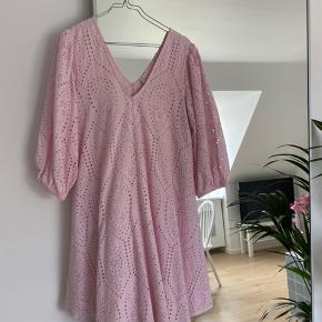 Smukkeste kjole, som kun er brugt en enkelt gang! 🌸 bud ønskes