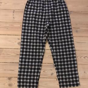 Ganni bukser med lynlås og elastik i taljen Brugt få gange Røg og dyrefrit hjem :)