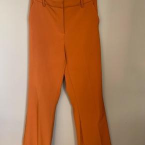 Brand: VILA  Stylenavn: VITORA BOOTCUT PANTS Materiale: 95% polyester og 5% elastan