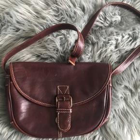 Fed vintage / retro læder taske 🌸💛 super rumlig ! Med masser af forskellige rum