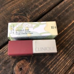 """Spritny og aldrig prøvet. Clinique pop matte lip Colour + primer i farven """" love pop """" med farvekoden 13. Nypris 195kr."""