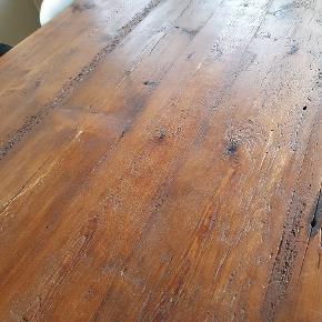 Spisebord med vandrør som ben det er en smed som har lavet det L 180 B 1 meter H 72 Køber afhenter