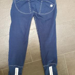 6bd05b1e 3/4 bukser fra Freddy wr.up. Mørkeblå. Brugt et par gange