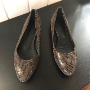 Sparsomt brugt sko fra fra Filippa K str 38  Pris idé 500kr, men bud modtages 😊
