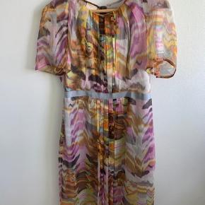 Smuk kjole - kun brugt få gange