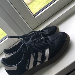 Adidas originale spezial Str 37 1/3. De er i pæn stand, med normale brugstegn🖤  Byd!