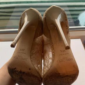 Sælger mine skønne sko da jeg simpelthen ikke bruger dem længere. De er brugt, men stadig så smukke, og kan bruges mange år endnu.  box, dustbag, og kvit medfølger:)