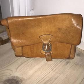 Vintage kærnelæder taske. Masser af patina